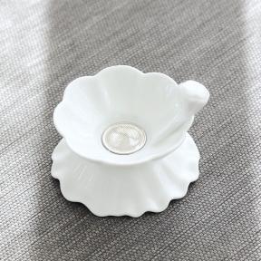 Ситечко для чая с подставкой фарфоровое Белый лотос
